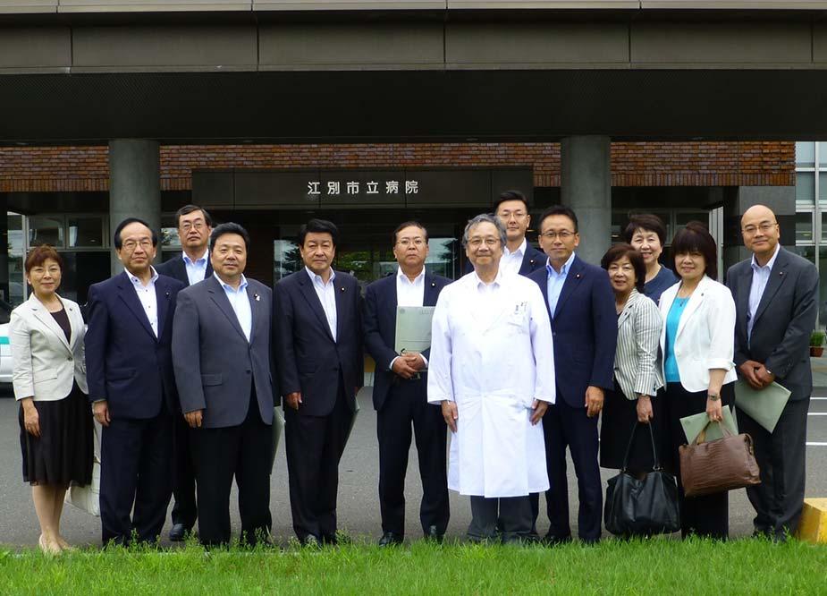 党総務会のメンバーで北海道江別市の公設病院経営などを視察