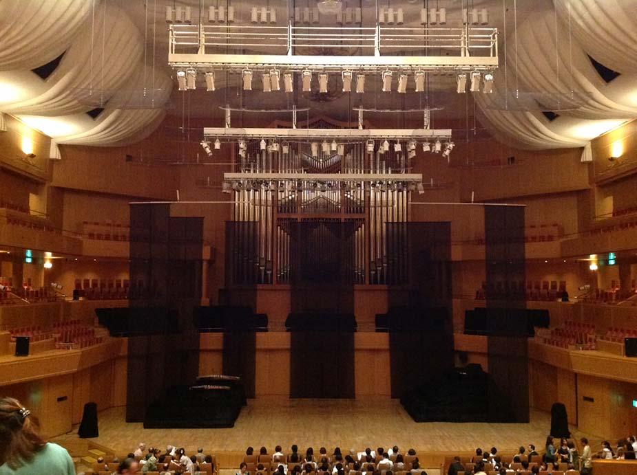 友人の出演するあいちトリエンナーレ2013「光の記憶ーKAGUYAー」を愛知県芸術劇場コンサートホールにて観賞