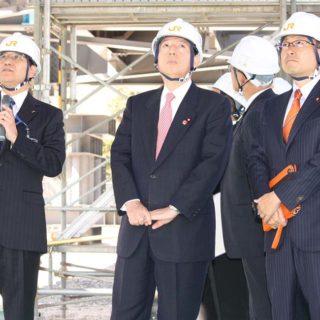 太田国交相とJR東海の研究施設を視察