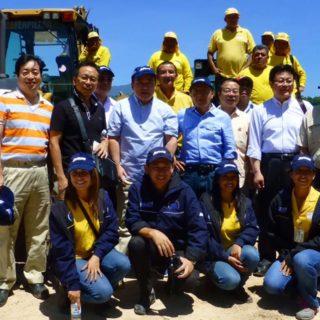 マルティネス公共事業大臣と共に、地滑り対策工事や中米大学内の耐震技術実験施設等のODAサイトを視察
