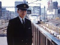 写真は、入社間もない頃の新幹線運転士時代の写真。もちろん免許を保持しています。