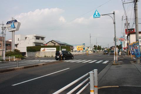 愛知県小牧市郷中の県道交差点