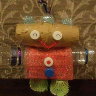 次男坊が幼稚園で作ってきたロボットです。なんとなく癒し系