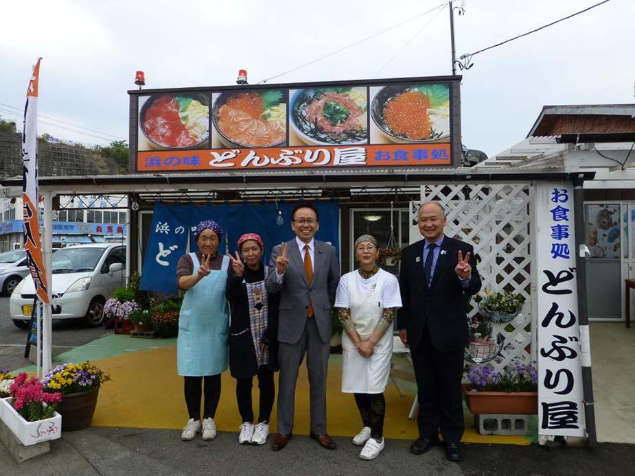小名浜漁港へ。周辺の食堂で昼食