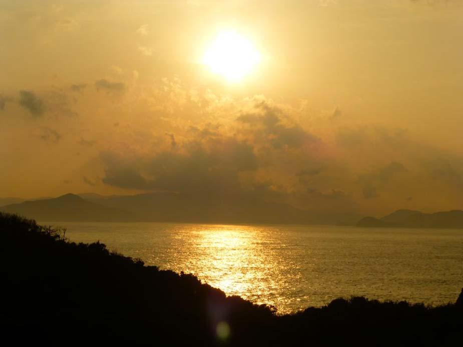 三重県離島シリーズ最終弾。潮騒の舞台、神島で見た夕日です
