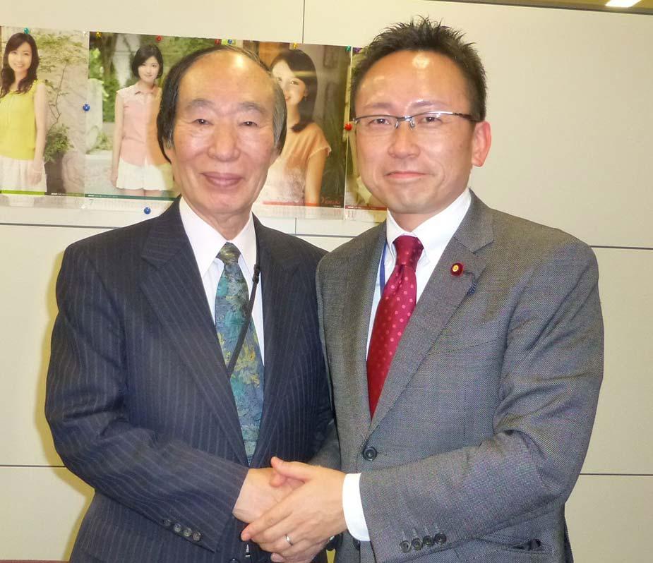 大先輩である坂口元厚労大臣が事務所に寄って下さいました