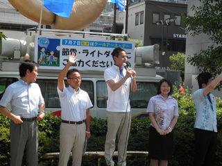 東京スカイツリー付近の錦糸町駅にて青年委員会の街頭