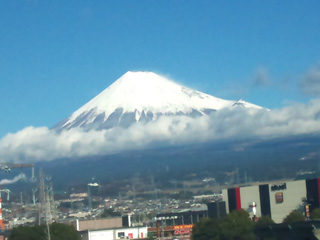 東京に向かう新幹線から富士山