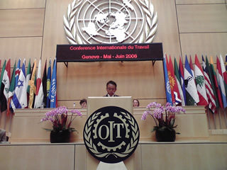 ILO加盟各国の前でスピーチ