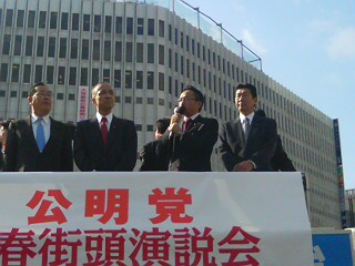 荒木・魚住参院議員や山本前参院議員、県会・市会議員の皆様とともに街頭演説会を実施