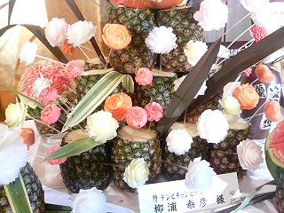 この花、全て人参や大根などの食べ物で作られたもの