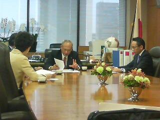舛添大臣と救急医療の体制強化を検討