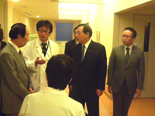 太田代表、坂口副代表、古屋衆院議員らと共に、都内の医療現場を視察