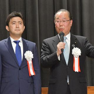 国政報告会であいさつする魚住氏(右)と安江氏=28日 愛知・津島市