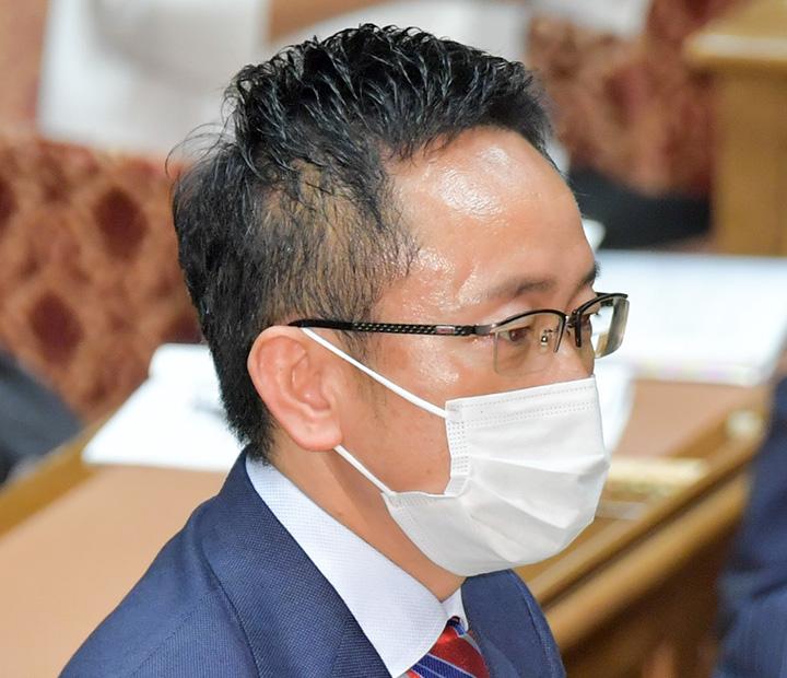 質問する伊藤(渉)氏=20日 衆院予算委