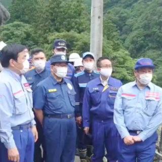 下呂市内の国道41号崩落現場を赤羽大臣とともに視察