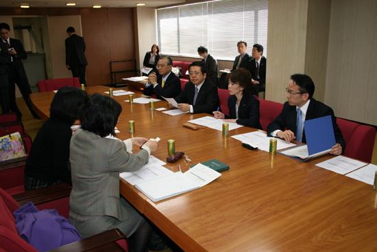 民法772条問題で初会合
