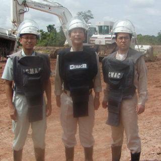地雷除去機の実証試験を視察