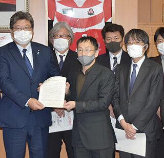 萩生田文科相(左から4人目)に要望する音楽関係団体と浮島氏(左隣)ら=13日 文科省